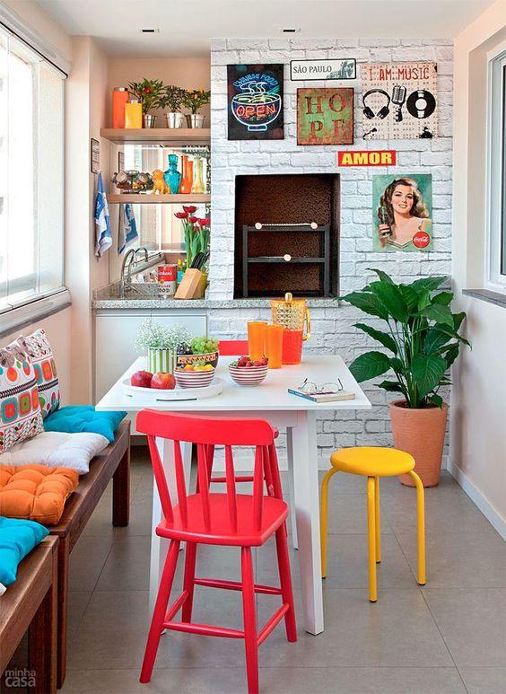 chaises colorées