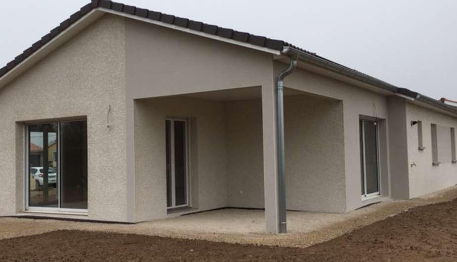 construction d 39 une maison individuelle avec terrasse. Black Bedroom Furniture Sets. Home Design Ideas